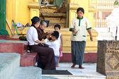 Yangon, myanmar - jan 28. senior buddhistický jeptiška — Stock fotografie