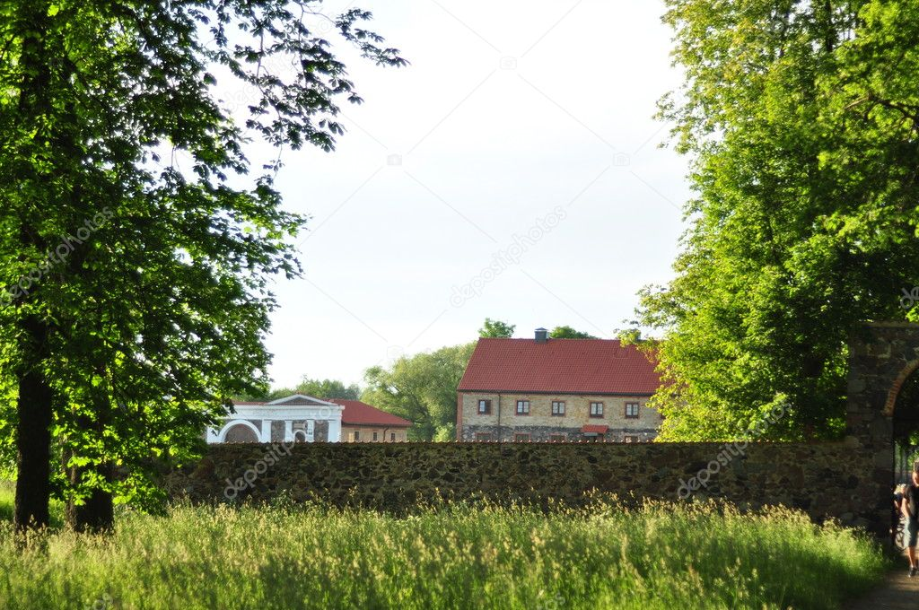 Stone wall which distinguishes park with the city — Stock Photo #11390640