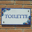 Ceramic colorful sign with the indication of the toilet — Stock Photo