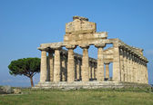 Ancient Greek temple for the worship of the gods in southern Ita — Stock Photo