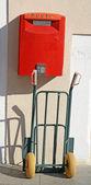 Buzón de correo italiano con la carretilla — Foto de Stock