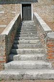 лестница камень церкви на острове торчелло вблизи вен — Стоковое фото