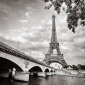 Eiffel tower monochrome square format — Stock Photo