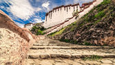 Potala buddhist temple in Lhasa, Tibet — Stock Photo