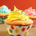 Yellow cupcake — Stock Photo #11044197