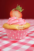 Cupcake with stawberry — Stock Photo