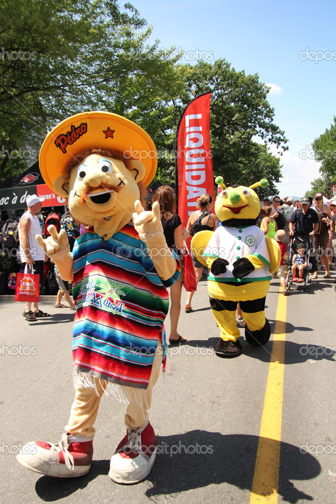 GRANBY, QUEBEC - JULY 22: Mascot Festival in Granby, Quebec. Five day Annual family event with a Mascot parade. DIfferent mascot who are representative of local companies and organizations dancing and meeting in the street. — Stock Photo #11899724