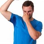 człowiek bardzo źle pocenie się pod pachami — Zdjęcie stockowe