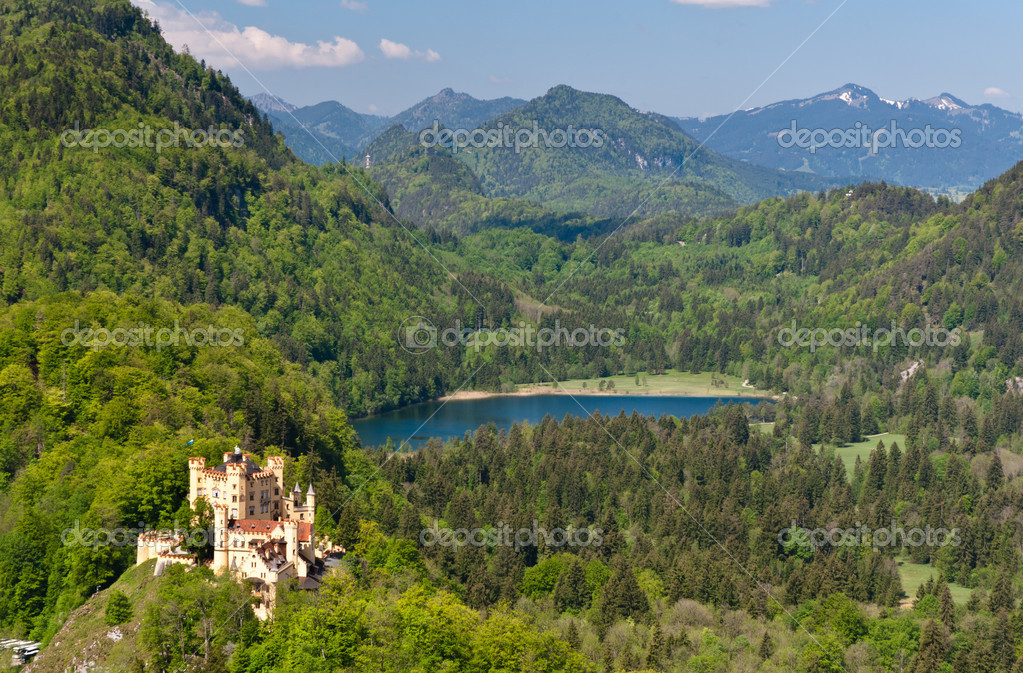Hohenschwangau Castle and Schwansee lake — Stok fotoğraf #11793767