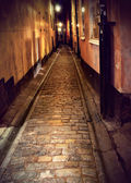 Narrow street in Stockholm at night — Stock Photo