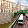 Railway bridge and train in Vienna — Stock fotografie