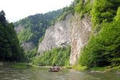 Dunajec river with meander in limestone mountains Pieniny — Stock Photo