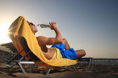 Mannelijke drinkwater — Stockfoto