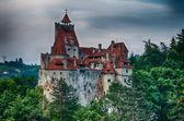 Bran castle hdr, stadthotel in rumänien — Stockfoto