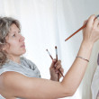 Woman artist draws a portrait of a woman. In the studio. — Stock Photo #11684965