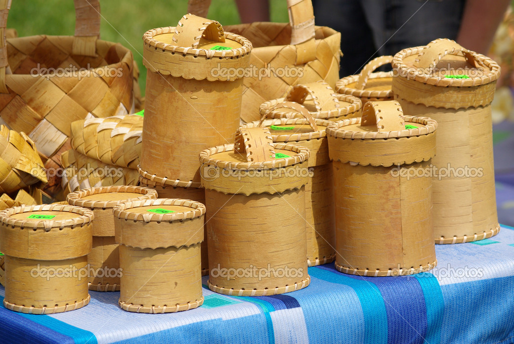 Hand-made souvenirs made of birch bark for sale — Stock Photo #11154942