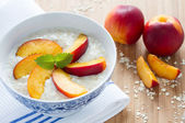 Oatmeal porridge with fresh nectarines — Stock Photo
