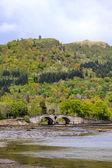 Landschap met de brug en rivier — Stockfoto