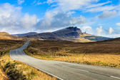 Highway through a desolate landscape — Stockfoto
