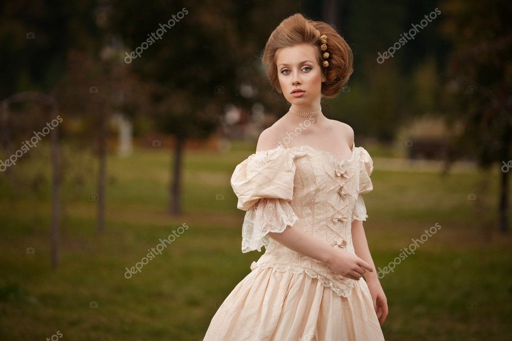 A woman like a princess in an vintage dress in fairy park — Stock Photo #11330536