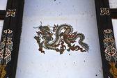 Pintura de um dragão na parede de uma casa do butão, ásia — Foto Stock