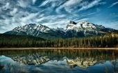Lake in the mountains — Stock Photo