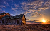 Abandoned house at sunset — Stock Photo