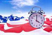 Reloj despertador con bandera americana — Foto de Stock