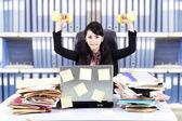 Kraftfull affärskvinna på kontor — Stockfoto