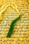 Vintage koran and muslim prayer beads — Stock Photo