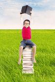 Pupila con libros al aire libre — Foto de Stock