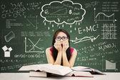 Stressad asiatisk kvinnlig student — Stockfoto
