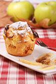 Muffin de maçã com açúcar de confeiteiro — Fotografia Stock