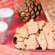 Gingerbread men and Christmas decorations — Stock Photo