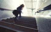 Subiendo las escaleras — Foto de Stock
