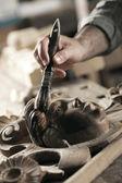 Mani di un artigiano — Foto Stock