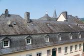 在 bernkastel,德国历史石板瓦屋顶 — 图库照片
