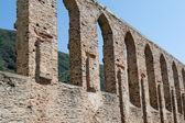 Velha ruína do mosteiro na alemanha com céu azul — Foto Stock