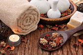 Spa massage setting with candlelight — 图库照片