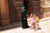 Jerusalem arab women with daughters — Stock Photo