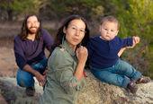 Famille dans la nature — Photo