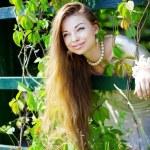 夏の公園で美しい少女 — ストック写真