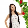 Ñute girl near the arch entwined by roses — 图库照片