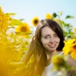Woman with blue eyes with sunflowers — Stockfoto