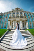 Luxury bride near palace — Stock Photo