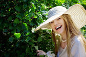Beautiful girl in a summer park — Stock Photo