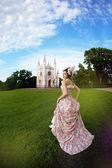 Prenses sihirli Şato önce bir vintage elbise — Stok fotoğraf