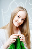 Girl who knits on the needles — Stock Photo