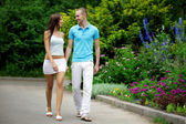 Lovers in the park on a date — Stock Photo