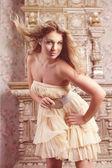 Romantische mädchen mode luxusmodell — Stockfoto